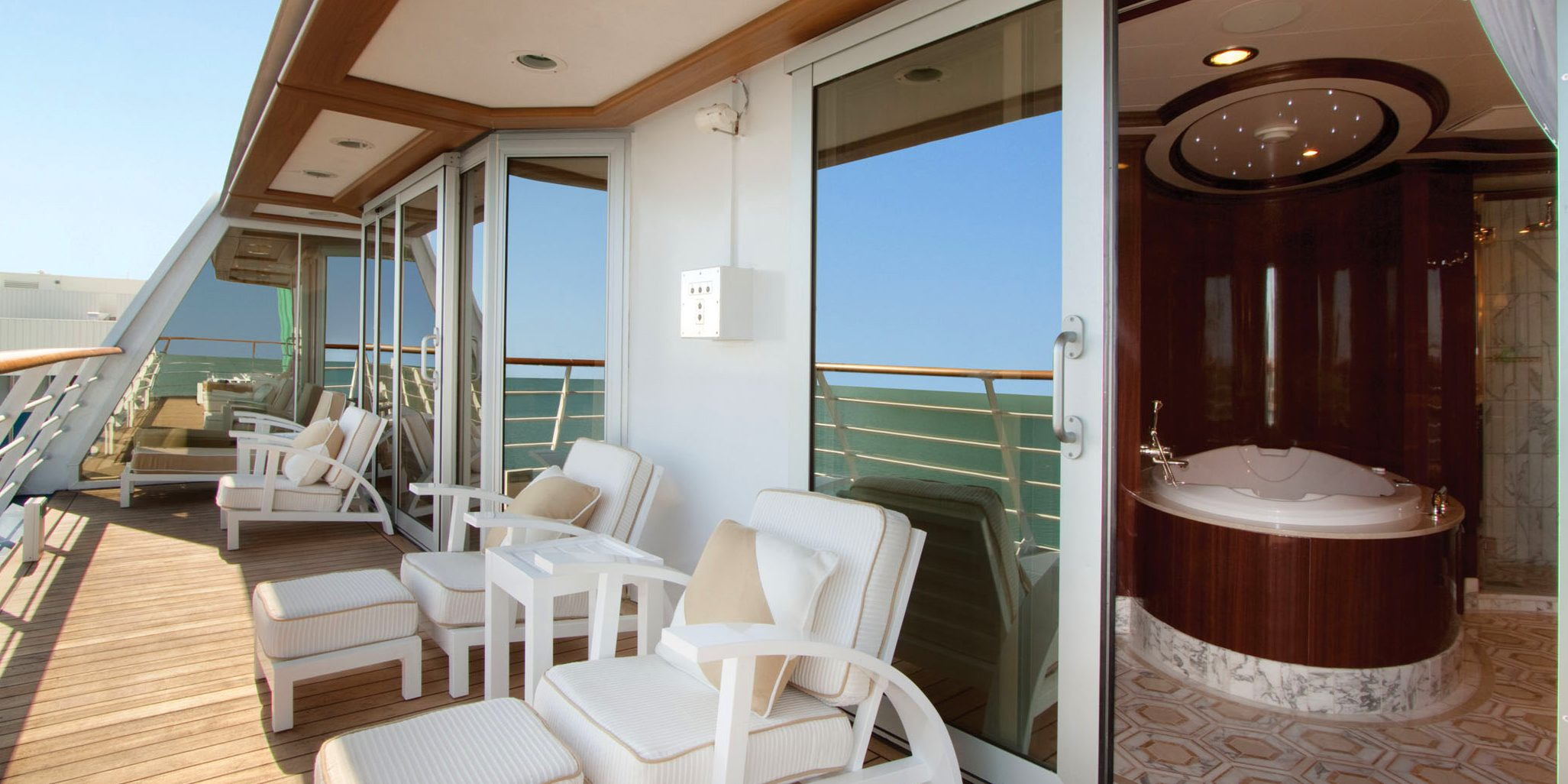 5 most stunning luxury cruise ship suites sixstarcruises for Balcony on cruise ship