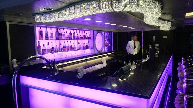 Bar on-board Oceania Marina