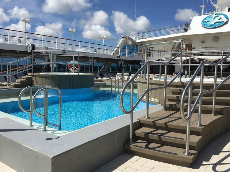Azamara Quest - Pool area
