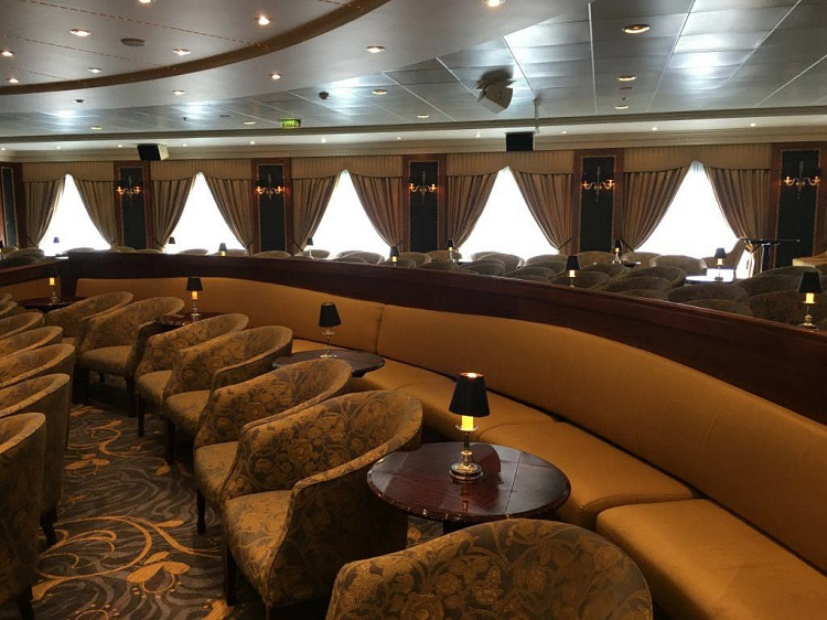 Lounge on-board Oceania Nautica