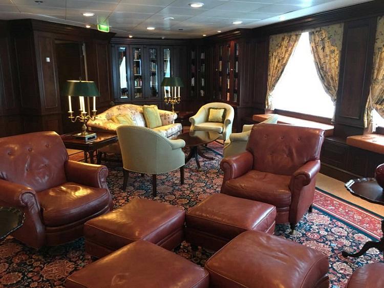 Oceania Nautica lounge