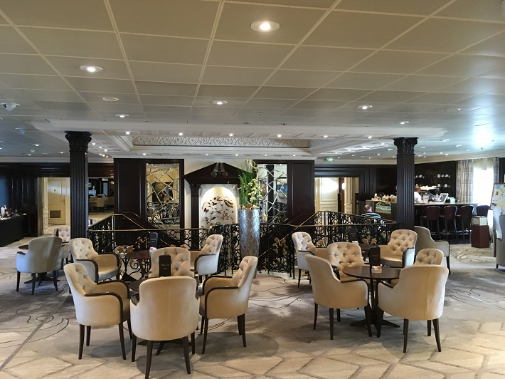 Sophisticated restaurant on Azamara Quest