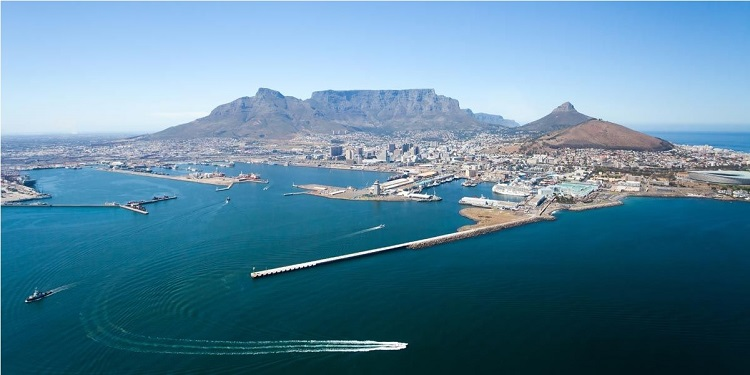 Panoramic view of Cape Town harbour and mountains