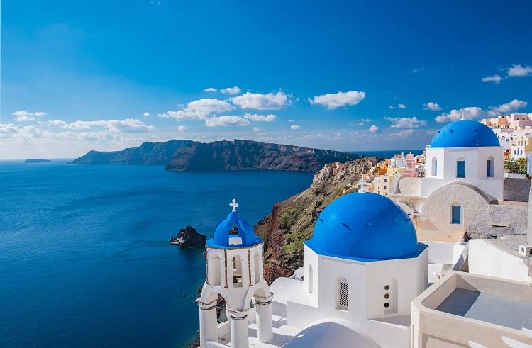 Church and cliffside buildings on Santorini cruises
