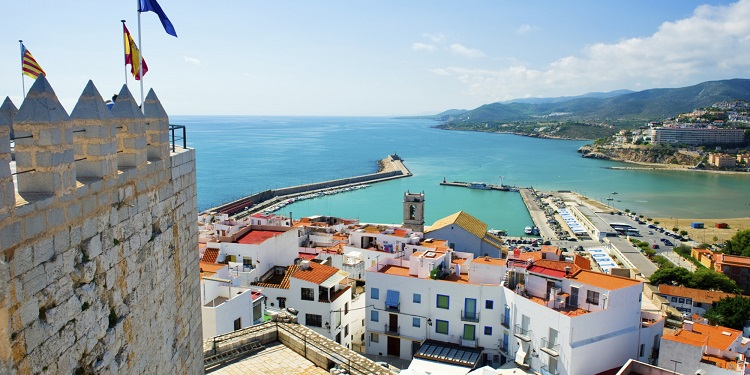 Peniscola, a popular port for luxury cruises to Valencia