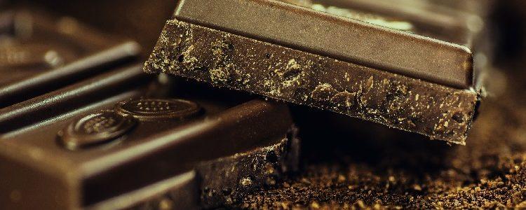 Dark chocolate bar: made using cocoa beans