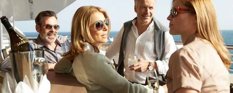Friends enjoying champagne in Sansibar on a Hapag-Lloyd cruise ship