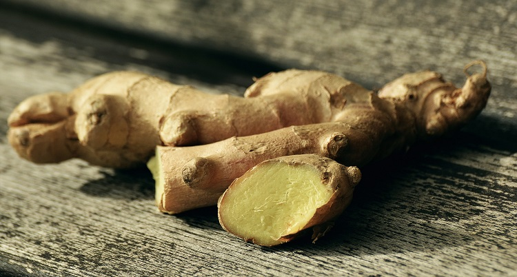 Sliced raw ginger root - a remedy for seasickness