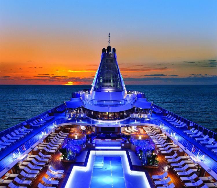 Pool deck - Oceania Marina