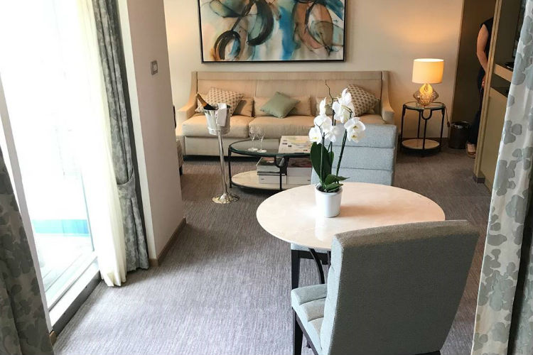 Lounge Area - Accommodation - Regent Seven Seas Cruises