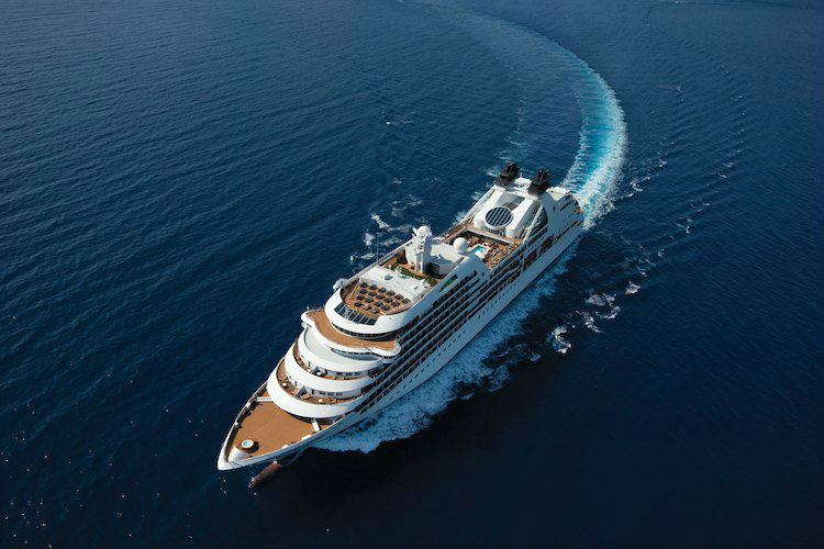 Seabourn Ovation cruising the ocean