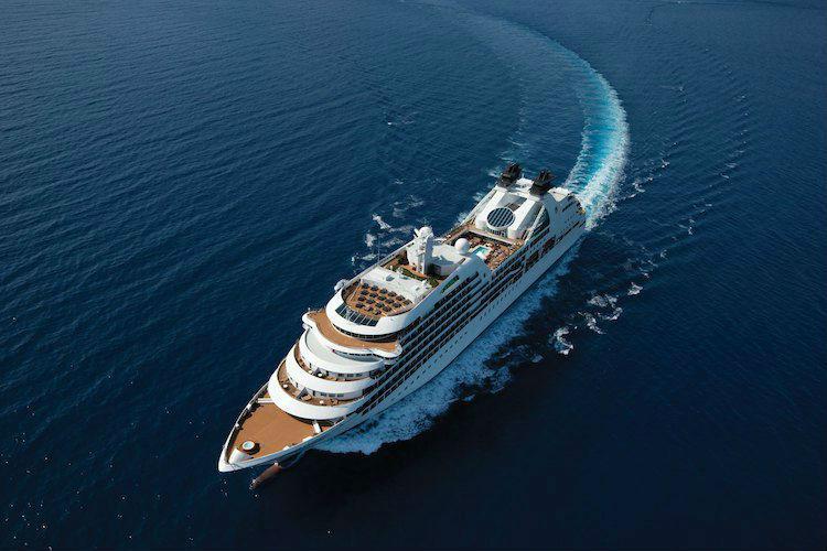 Seabourn Ovation cruising the ocean